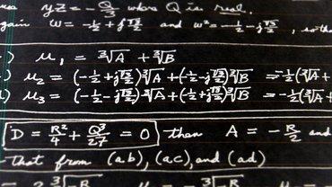 Mathematische Formeln an der Tafel