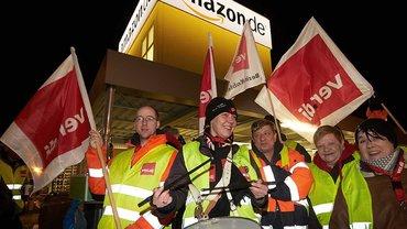 Streiken vor dem Werkstor, wie hier in Koblenz? Amazon darf es nicht verbieten. Streit gab es in Pforzheim: Amazon wollte ver.di verbieten, Streikposten auf dem Parkplatz zu postieren und unterlag vor Gericht.